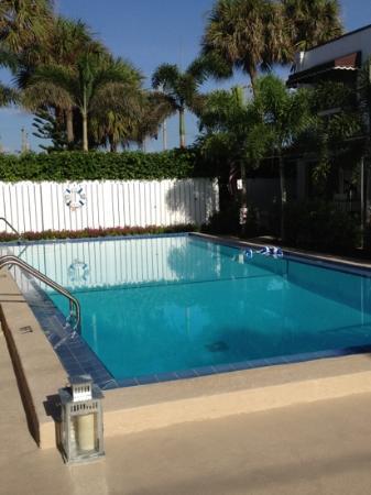 Beachside Village Resort: super clean pool