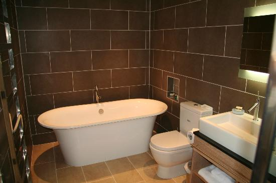 The Beach at Bude: Bathroom (part of)