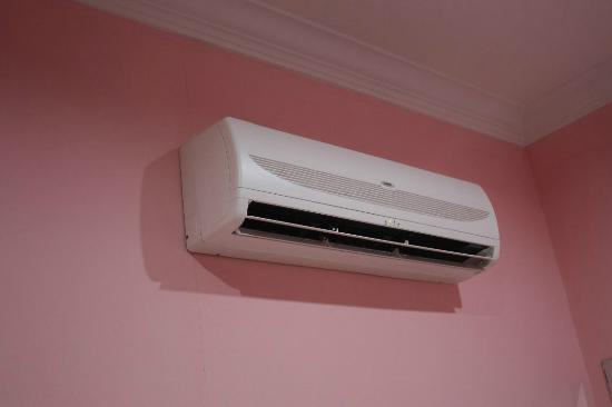 LSM Lodge: Aircon in the room