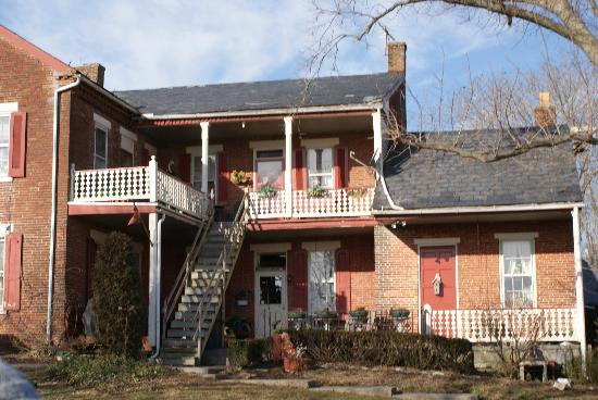 Green Acres Farm Bed and Breakfast: Another view of the Green Acres B&B