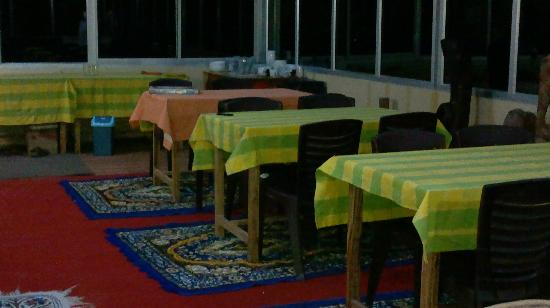 Devi Darshan Lodge: dining area