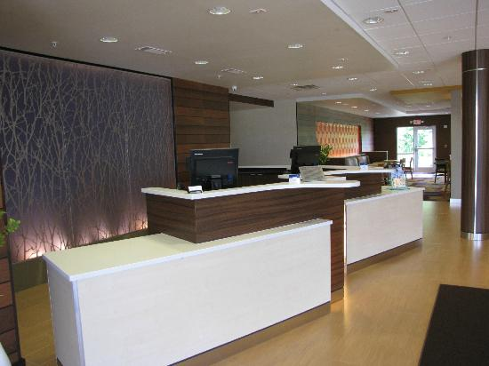 Fairfield Inn & Suites Montgomery Airport South : Front desk