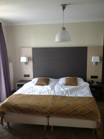 Bellerive Hotel : Very nice bed (done by me- it looked much nicer when we first entered the room :-) -