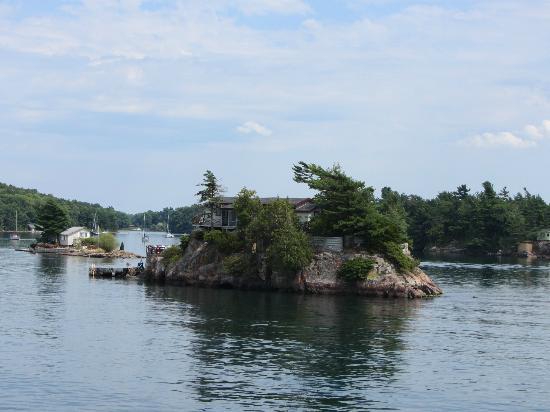 Thousand islands: Island house