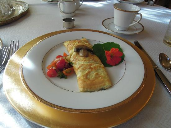 Russell Manor Bed and Breakfast: Breakfast omelet - yummy!