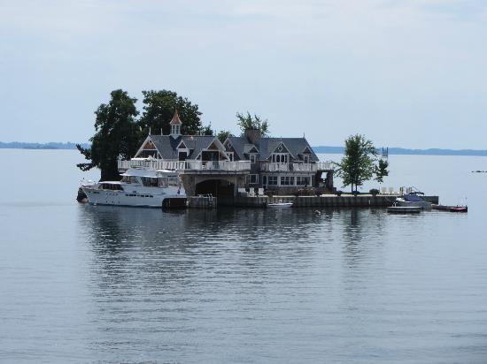 Thousand islands: Island villa