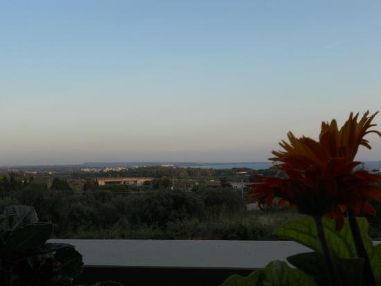 B&B Le Rose di Anna: Vista dalla terrazza della cucina al tramonto