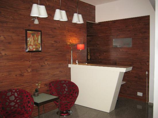 Hotel Pinocchio: Hotel reception