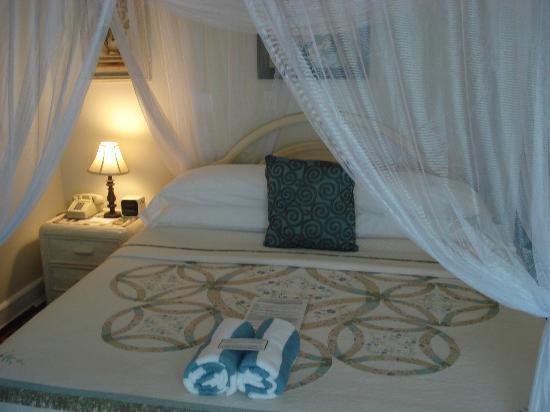 Duval Gardens: king room