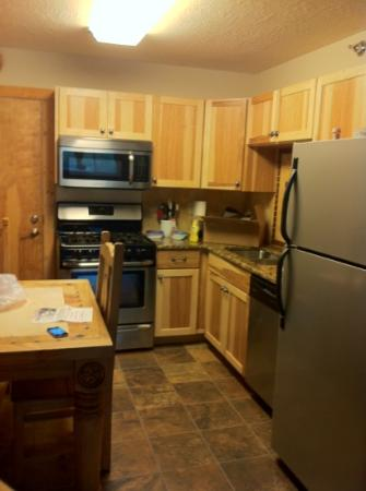 Golden Eagle Lodge: kitchen
