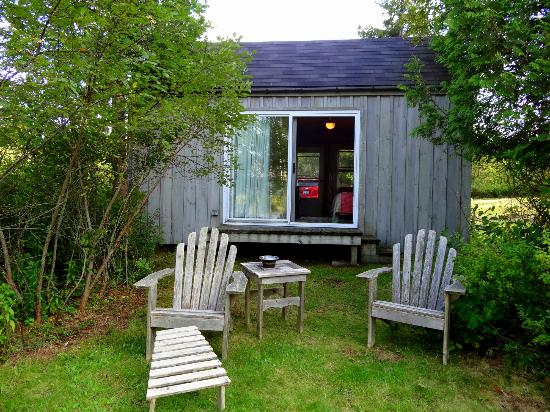 Micmac Farm Guesthouses and Gardner House : Comfortable Adirondack chairs facing the Machias River.