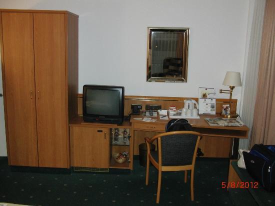 Leonardo Hotel Hamburg City Nord: Schreibtisch