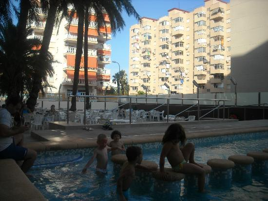 Hotel Safari: Detalle de la terraza de la piscina
