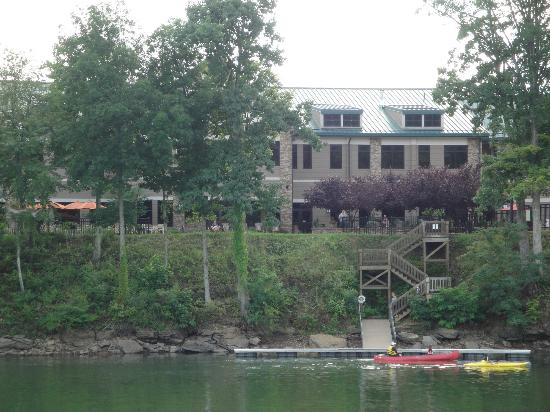 Stonewall Resort: Lodge from the Lake