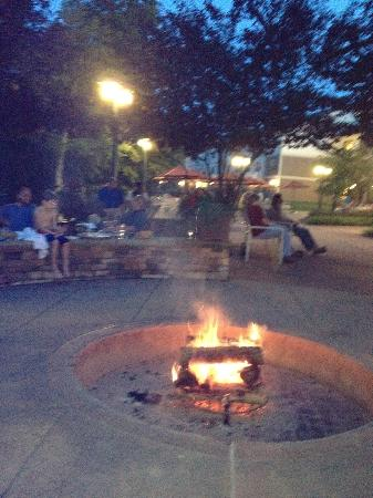 Stonewall Resort: Nightly Campfire