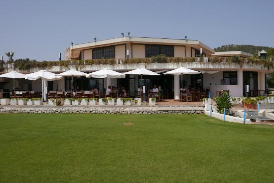 Golf Pollenca: Nicely shaded verandah...