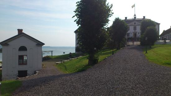 Mauritzbergs Slott & Golf: Main building and view towards the sea
