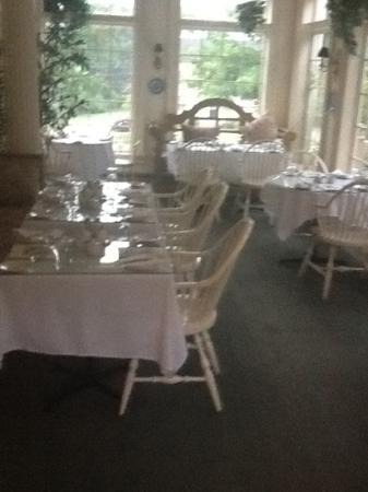 Tattingstone Inn: Breakfast room