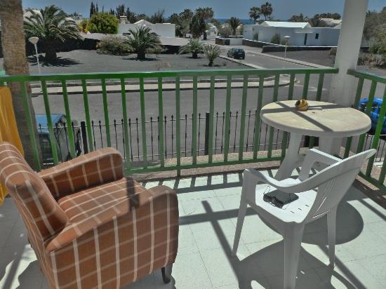 Apartamentos Guacimeta Lanzarote: Nice sunny balcony