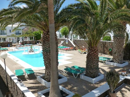 Apartamentos Guacimeta Lanzarote: Pool area , wonderful :-)