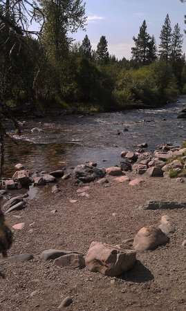 Rattlesnake National Recreation Area : Easy off the path access to river