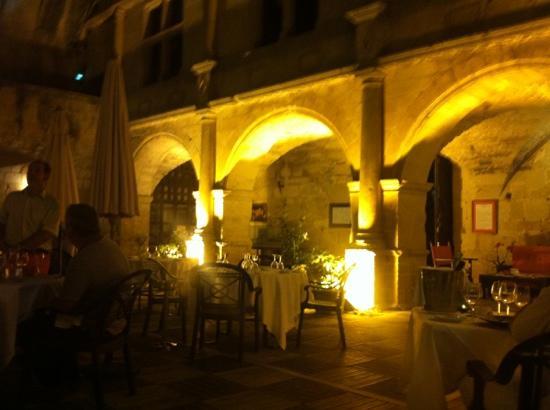 Chateau des Ducs de Joyeuse: dîner dans cour du chateau , féerique!!!