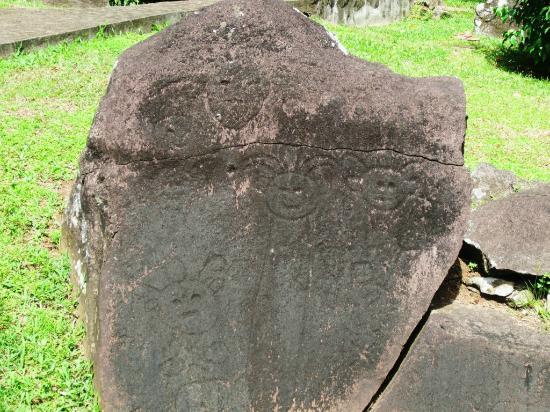 Parc des Roches Gravees: Parc Archeologique des Roches Gravees - Rock 2