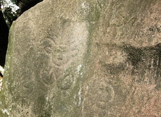 Parc des Roches Gravees: Parc Archeologique des Roches Gravees - Rock 3