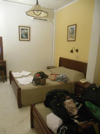 Sunrise Hotel: Habitación