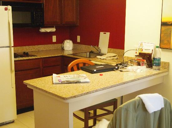 Residence Inn Charlotte Piper Glen: Kitchen Area