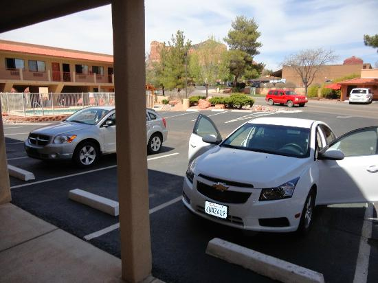 The Views Inn Sedona: Parking right outside room