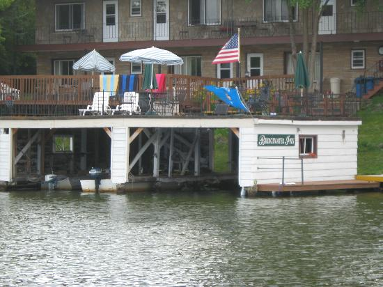 Bridgewater Inn: The boathouse and deck