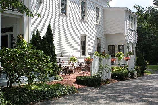 The Inn at Cape Cod: Side view of Inn