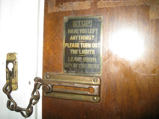Historical Park Motel : Door sign