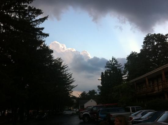 Autoport : Hotel nach einem Gewitter
