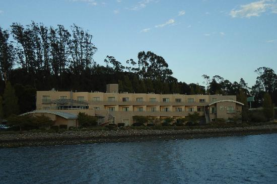Acqua Hotel Mill Valley: Picture of Acqua Hotel from the SF Bay Trail on the other side of the bay (on a walk).