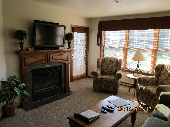 Bridgeport Resort: Fireplace, big screen TV, DVD player, and access to the balcony