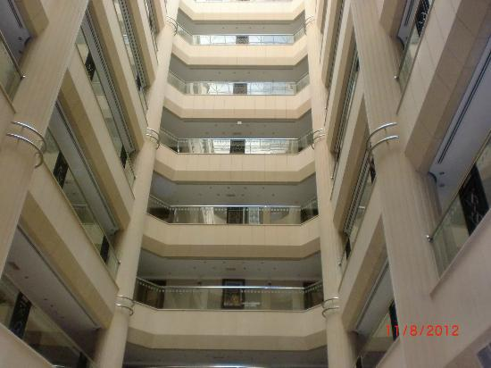Belvedere Court Hotel Apartments: Looking up from the lobby