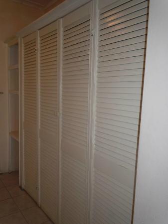 Club Ambiance: closet