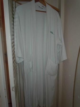 Club Ambiance: Bathrooms robes (come with honeymoon suites)