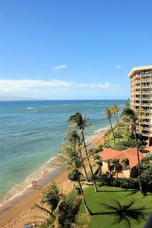 Valley Isle Resort: View down the beach