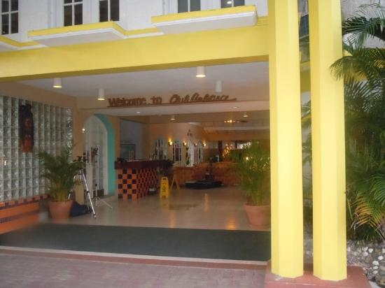 Club Ambiance: Main entrance/lobby