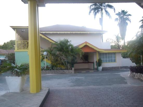 Club Ambiance: View of additional rooms from the parking lot