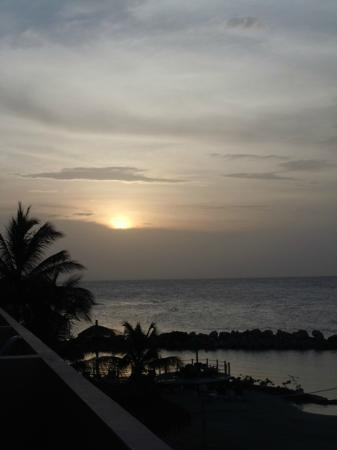 Club Ambiance: Sunset on the Caribbean Sea
