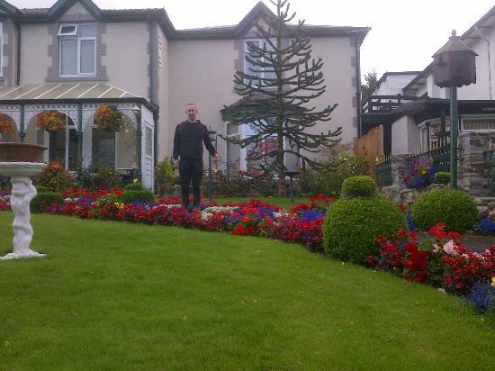Bron Menai Guest House: Garden