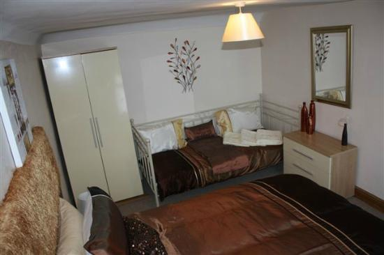 Woodside B&B: Bedroom at Upper Apartment at Robertsbridge Retreat