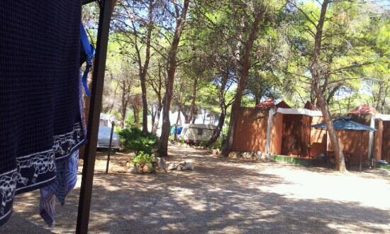 Villaggio e Campeggio Nurral: piazzale bungalow