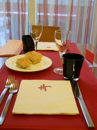 Hotel HamilTown : tavolo