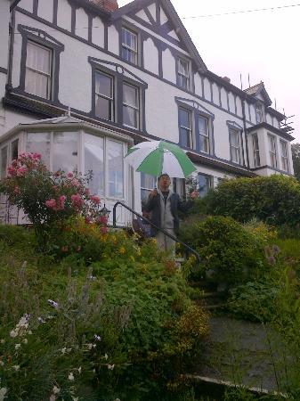 Glan Heulog Guest House: Garden