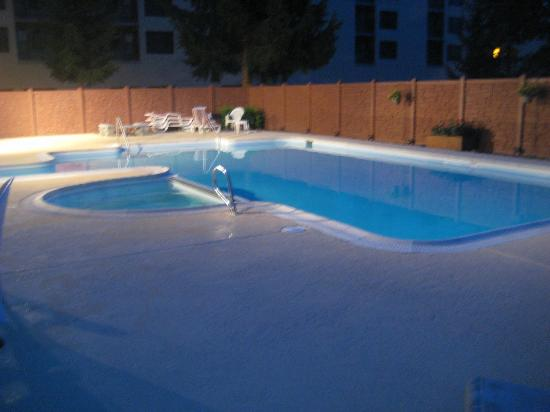 Silver Creek Lodge: Silver Creek pool at night